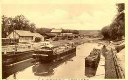 SAINT SATUR =   Le Canal Et Le Port   1211 - Saint-Satur