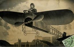 """Carte Photo - Photo Montage Surréalisme - Photographe """" Femme Dans Un Avion """" Décor Aviation Photographie Huy Belgique - Fotografía"""