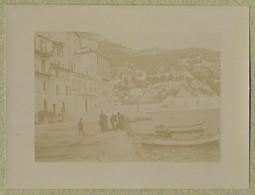Une Des Rues Couvertes De Villefranche-sur-mer (Alpes-Maritimes). Barques. 1899. - Alte (vor 1900)