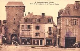 CPA/  La Souterraine (23) Porte De Lavaud Prise De La Place Du Marché Rare  Maison Faverot, Pharmacie Ed Dabert - La Souterraine