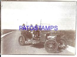 126529 AUTOMOBILE OLD CAR AUTO CONVERTIBLE & MAN'S HUNTER CAZADORES 11.5 X 8.5 CM DAMAGED PHOTO NO POSTAL POSTCARD - Ansichtskarten