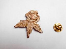 Beau Pin's En Relief Et En Cuir , Fleur , Rose , Nature - Pins