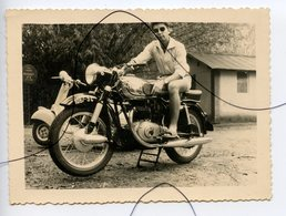 PHOTO A IDENTIFIÉE.  Moto . Triumph .NORTON , GILERA , B.S.A , HONDA . SCOOTER VESPA ETC... Immatriculation 1087 5C - Cars
