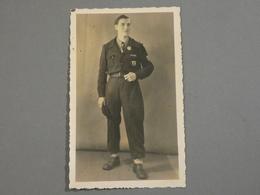 CARTE PHOTO. WW2 A DRESDEN. JOFTA. JEUNESSE OUVRIERE FRANCAISE TRAVAILLANT ALLEMAGNE. JEUNE ARDENNAIS. - Documentos