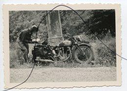 PHOTO A IDENTIFIÉE. Ancienne MOTO .NORTON Immatriculation 79PG6 - Cars