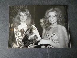 Chantal Bouvier Miss France 1972  / Claudine Cassereau Miss Poitou Photo - Photos
