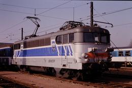 Photo Diapo Diapositive Slide Train Wagon Loco Locomotive Electrique SNCF 9642 Avec Blason à Tours 31/01/1992 VOIR ZOOM - Dias