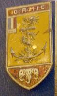 MILITARIA, INSIGNE 10e R.M.I.C. (Régiment Mixte D'infanterie Coloniale), ( Il Manque L'attache Au Verso) - Marinera