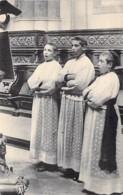 CHRISTIANISME - 28 - CHARTRES Cathédrale - Enfants De Coeur Au Lutrin ( Bon Premier Plan )  CPA - Eure Et Loire - Chiese E Conventi