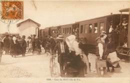 17 - ILE DE RE - Gare Du BOIS - Belle Animation Devant Le Train En 1928 - Ile De Ré