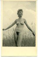 Belle Jeune Femme Nudiste Dans Les Roseaux Nu Nue Nude Snapshot Vintage 1950 - Erotik Bis 1960 (nur Erwachsene)
