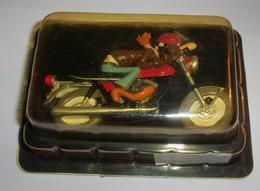 "Figurine ""joe Bar René Denlabule Sur Sa Yamaha 250 RD"" N°11 - Figurines"
