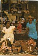 Ile De La Reunion   Marchandes De Letchis - Markets