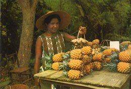 Ile De La Reunion   Marchand De Fruits  Sur La Route De La Possession - Markets