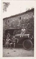Enfants En Pose Sur Une Automobile Ancienne ( à Définir ) Format 11cm X 7cm - Auto's