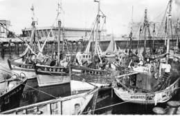 56 - LORIENT Le Port Et La Base Sous-Marine ( Militaria )  CPSM Dentelée N/B Format CPA - Morbihan ( Bretagne ) - Lorient