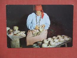 Cherokee Women  Making Pottery    Ref 3779 - Indiens De L'Amerique Du Nord