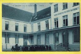 * Izegem - Iseghem * (SBP, Nr 10) Cour De L'institut De Pellichy, Maria Monstra Te Esse Matrem, école, School, Animée - Izegem