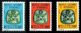 NOUV.-CALEDONIE 1976 - Yv. Service 28 à 30 **   Faciale= 2,93 EUR - Musée Nouméa. Oreiller Bois (3 Val)  ..Réf.NCE25007 - Service