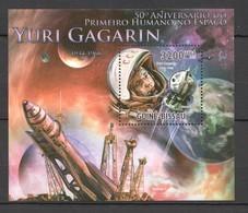 BC703 2011 GUINE GUINEA-BISSAU 50TH ANNIVERSARY 1ST HUMAN IN SPACE YURI GAGARIN BL MNH - Altri