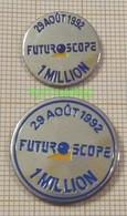 FUTUROSCOPE 1 MILLION De Visiteurs  29 AOUT 1992 à Chasseneuil Du Poitou   Dpt 86 Lot De 2 Pin's Différents - Villes