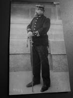 MILITAIRE GENDARME OFFICIER GRADÉ DE LA GENDARMERIE NATIONALE FRANÇAISE En TENUE D'APPARAT +SABRE-Photos-Photo Originale - War, Military