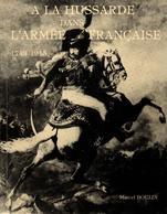 A LA HUSSARDE DANS L ARMEE FRANCAISE CAVALERIE LEGERE HUSSARDS ETUDE DES UNIFORMES COIFFURES - Libri