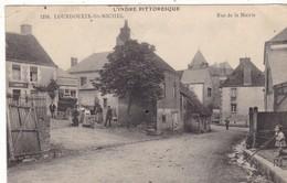 36. LOURDOUEIX  ST MICHEL.. CPA. . ANIMATION . RUE DE LA MAIRIE. . ANNEE 1913 + TEXTE - France