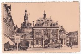 NAMUR - La Bourse De Commerce Et Le Beffroi - Namur