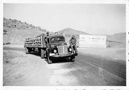 MAROC //  2 PHOTOS ORIGINALES DE 1957 - CAMION AMÉRICAIN INTERNATIONAL HARVESTER SÉRIE K OU KB - Automobiles