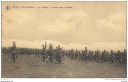 ELSENBORN ..-- MILITARIA . Les CYCLISTES à La Plaine Avec Le Drapeau . - Elsenborn (camp)