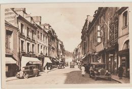 Bolbec  76   La Rue De La Republique  Bien Animée-Nombreuses Voitures Et Coiffeur-Epicerie-Café - Bolbec