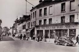 CPSM : Crépy En Valois (60) Rue De Paris  Grand Bazar Parisien  Voiture 4 Cv Renault  ...  Ed Image 1715 - Crepy En Valois