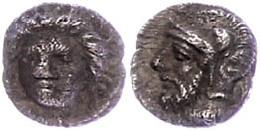 Tarsos, Obol (0,69g), 4. Jahrhundert V. Chr., Zeit Des Pharnabazos Und Datames. Av: Weiblicher Kopf Von Vorn. Rev: Bärti - Antique