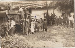 CPA  MOISSONNEUSE BATTEUSE  CARTE PHOTO  MUSSIDAN AU DOS 24 - Tractores