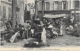 AMIENS: UN COIN DU MARCHE A REDERIES - Amiens