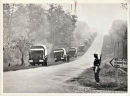 Rare Photo Format   13 X 18 Police Militaire Convois De Camions - 1939-45