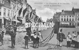 La Procession De La Fête-Dieu Passant La Grand'Place - Roulers - Roeselare - Roeselare