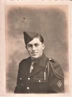Rare Photo Format 8.5 X 11.5 Cm  Soldat Du 29 Chasseur Avec Insigne Sur Poitrine Et Fourragère - 1939-45