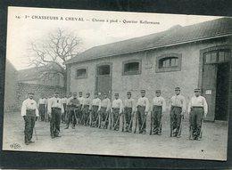 CPA - 1er CHASSEURS A CHEVAL - Quartier Kellermann - Classes à Pied, Très Animé - Regiments