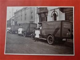 Photo Originale Vers 1930 Chicorée Rochet à Châtelineau / 3 Camions De Livraison Avec Chauffeurs En Uniforme / Gros Plan - Automobiles