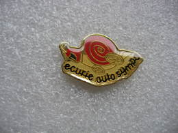 Pin's Auro-escargot: Ecurie Auto Sympa - Pins