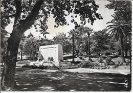 SETE Le Jardin Public Et Le Monument Aux Morts - Sete (Cette)