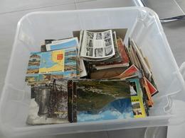 Lot  De 2100 Cartes Postales   Moderne    écrite  Et Non écrite   Avec  Et Sans  Timbre - 500 Cartoline Min.