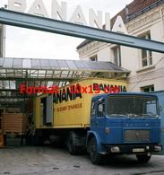 Reproduction D'une Photographie Ancienne D'un Camion Saviem SM240 Avec Remorque Banania En 1969 - Reproductions