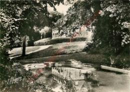 77.  GRISY SUISNES .  Château De Suisnes . La Pièce D'eau . - Autres Communes