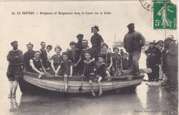 Seine-Maritime - Le Tréport - Baigneurs Et Baigneuses Dans Le Canot Sur Le Sable - Le Treport