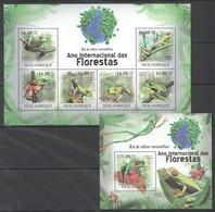 BC1269 2011 MOZAMBIQUE MOCAMBIQUE FAUNA DAS FLORESTAS REPTILES FROGS RA DE OLHOS 1SH+1BL MNH - Kikkers