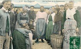 76  LE TREPORT  LA PLACE DE LA POISSONNERIE TRES ANIMEE/GROS PLAN - Le Treport