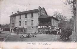 92 - FAUSSE REPOSE : La Cour De La Ferme ( Animation Attelages ) CPA Village - Hauts De Seine - Autres Communes